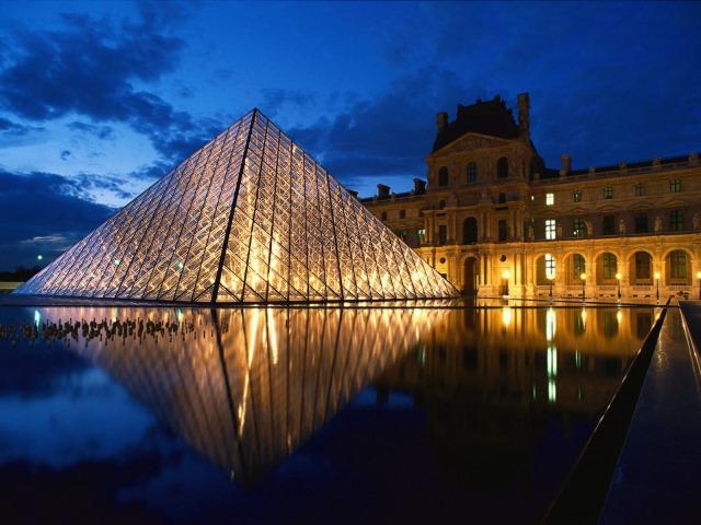 Louvre_Museum_Paris_France